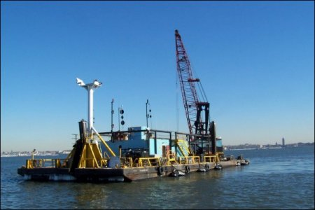 Donjon Marine clamshell dredge - Newark Bay